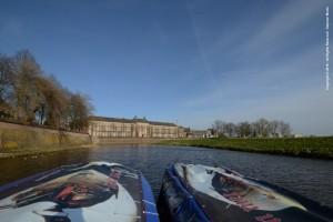 Dichters varen in fluisterboten - www.vestingfietsen.nl - Nicky
